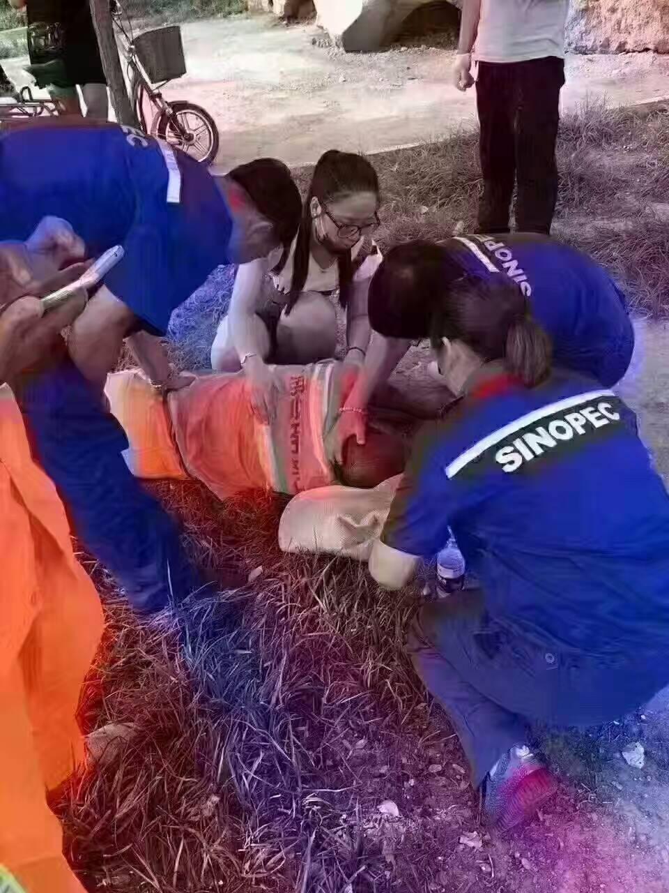 掏粪工工资_邢台123:一起为环卫工发一条:由于盛夏高温,很多环卫工人因 ...